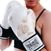 lifestyle-skull-women-gloves-white-gold (2)
